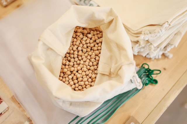 Cereal in a reusable eco-friendly bag